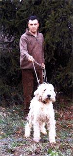 Gianluca Lerda con un Briquet Griffon Vendéen del suo allevamento (Foto G.M.)